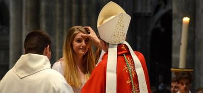 Le sacrement de la confirmation nous fait devenir adultes dans la foi